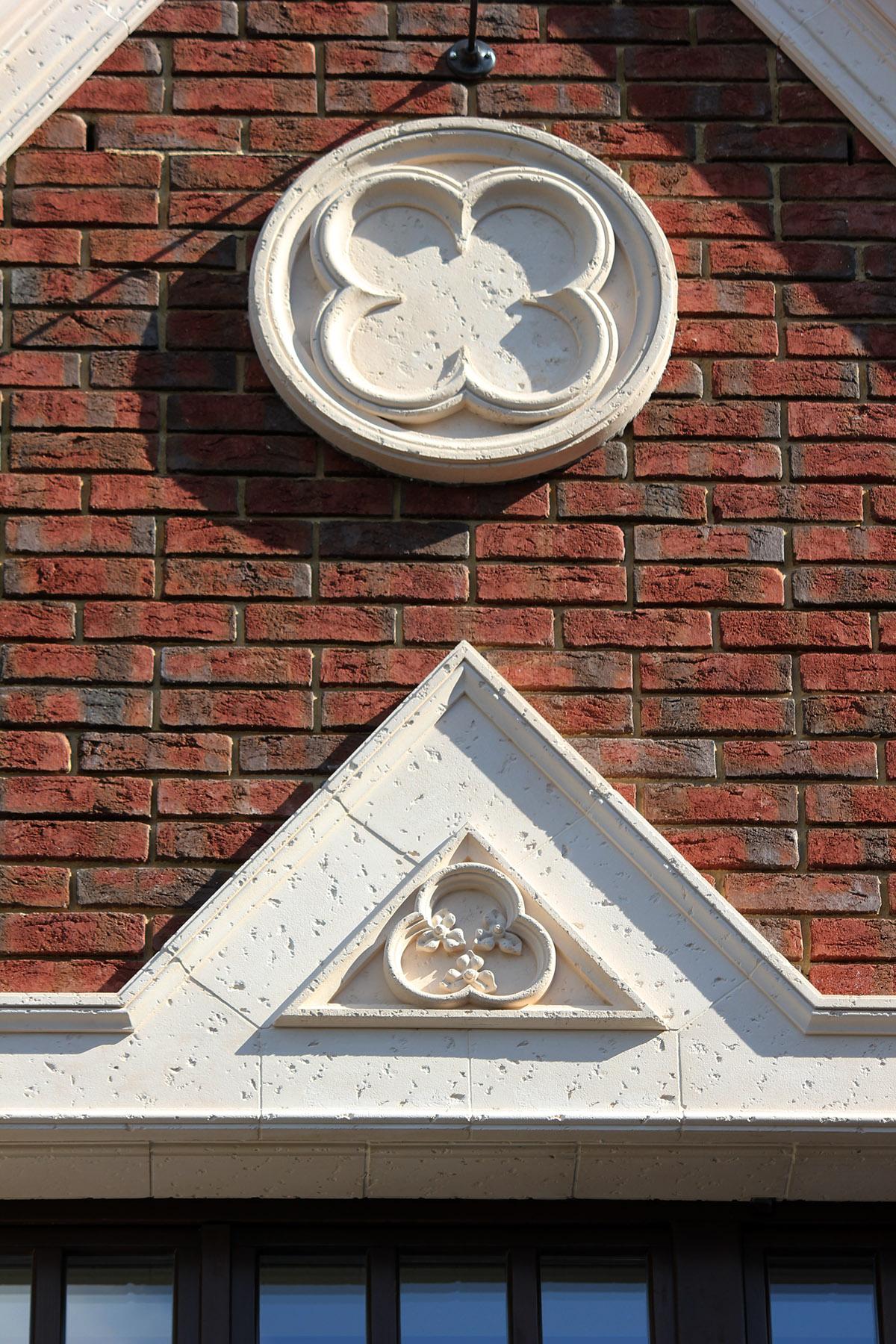 Архитектурный декор выполнен из Арх бетона. Архитектор проекта Елена Афти. Изготовлено и смонтировано мастерской Елены Афти.