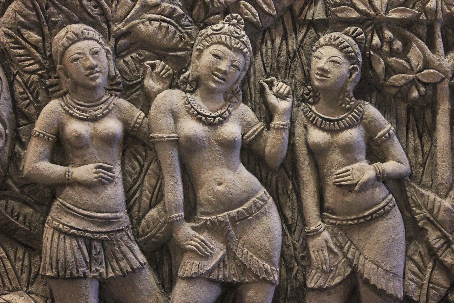 Фрагмент панно Бирма. Автор исполнитель Елена Афти. Материал шамотная глина.