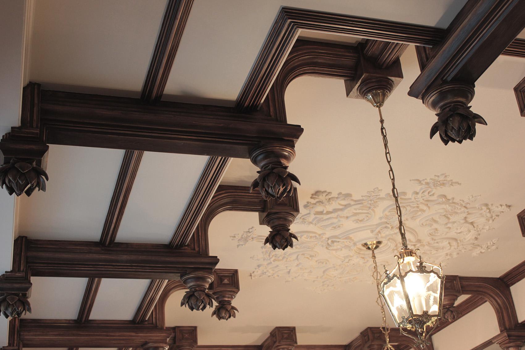 Гипсовые Балки кессонированного потолка имитация дерево. Потолочная розетка. Материал - гипс. Архитектурно-производственная мастерская Елены Афти.
