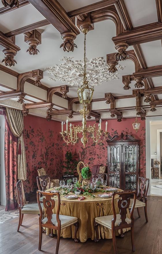 Автор проекта архитектурного декора Елена Афти. Мастерской выполнена гипсовая потолочная лепнина-имитация дерево.