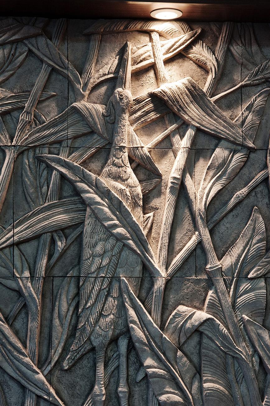Панно Камыши фрагмент Камышовая  цапля.  Авторская работа Елены Афти.  Материал исполнения Шамотная глина.  Работа выполнена в рамках предприятия  Город Богов.
