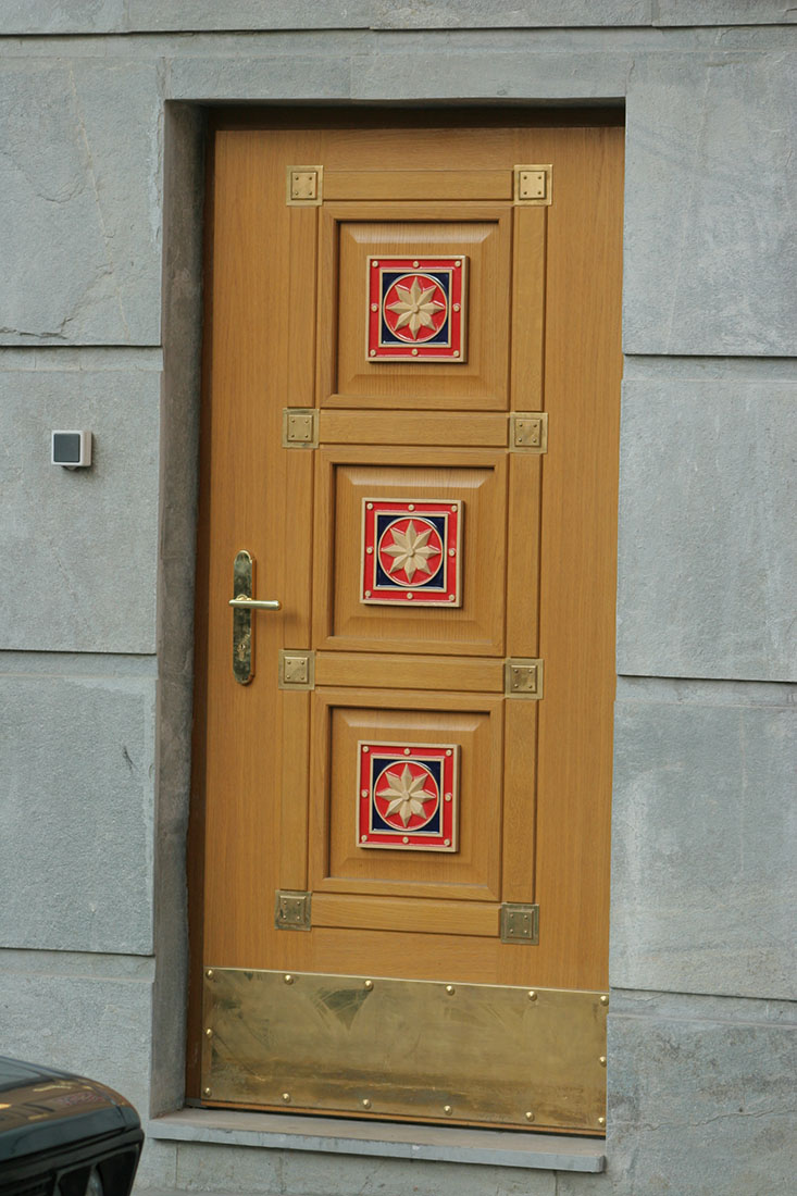 Накладки на дверь. Керамические изразцы. Работа выполнена в рамках предприятия Город Богов